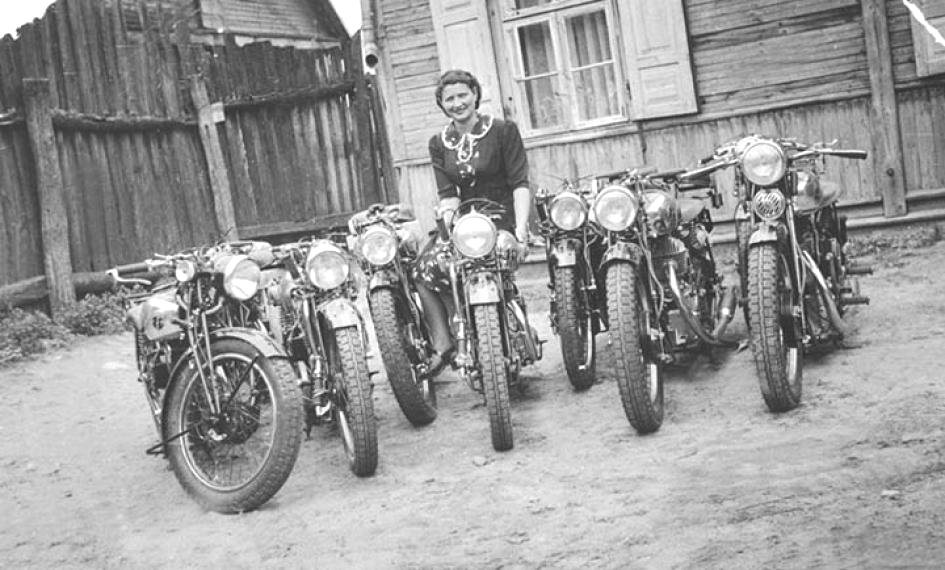 Delivery Consignment of 1930s FN Motorcycles Google image from http://www.vintagebike.co.uk/pictures/delivery-consignment-of-1930s-fn-motorcycles/