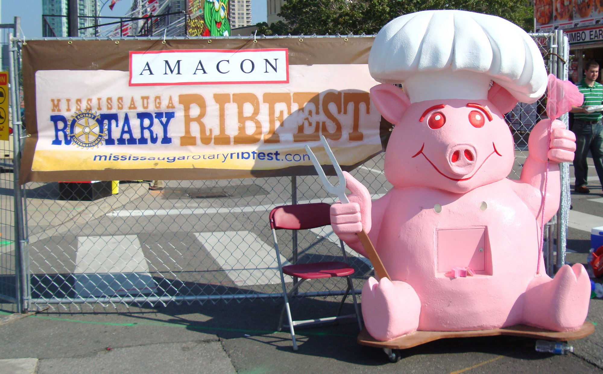 Rotary Ribfest Pig photo by I Lee 16Jul10