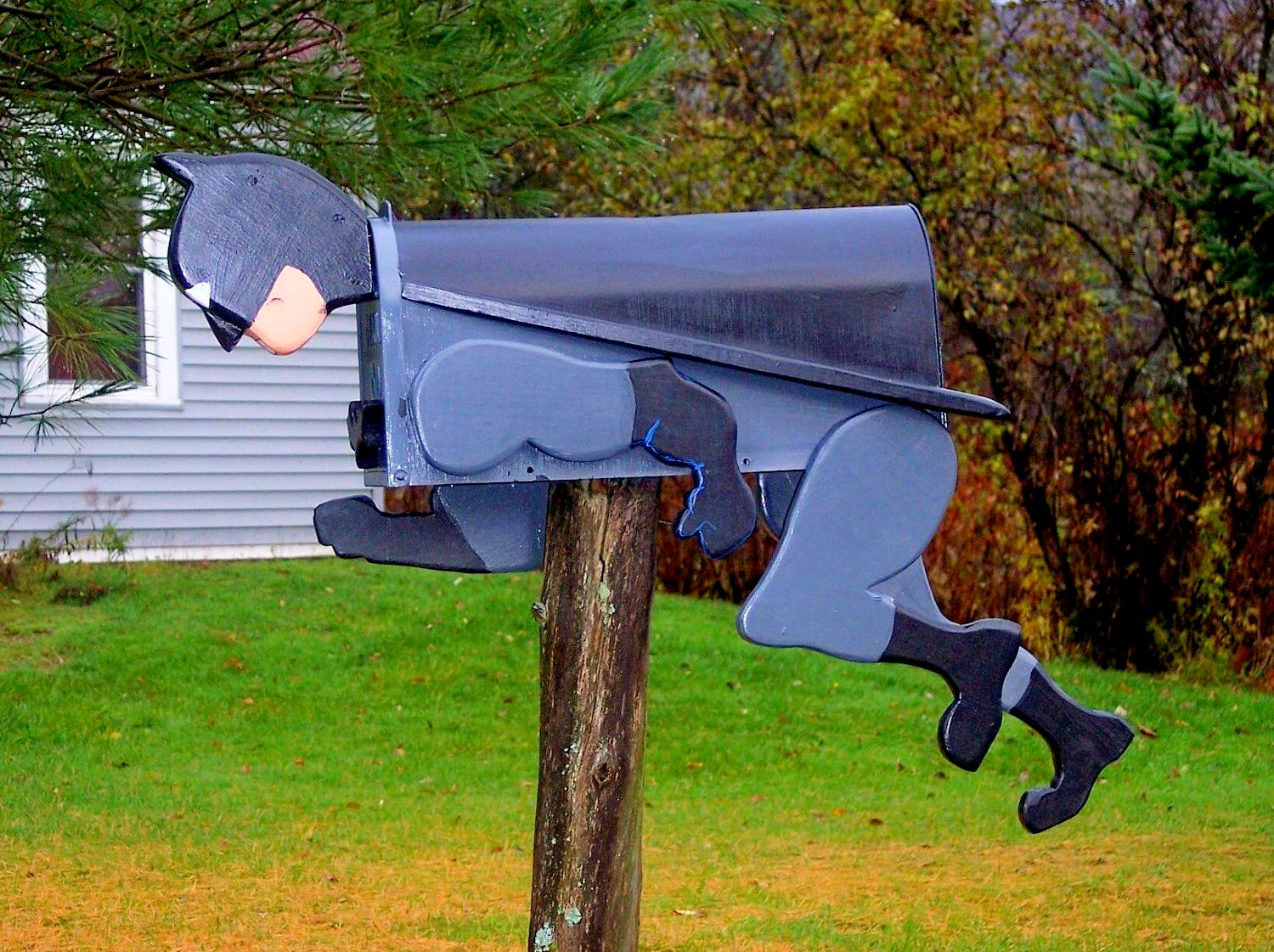 Batman Mailbox Google image from https://www.pinterest.ca/pin/518125132104640966/