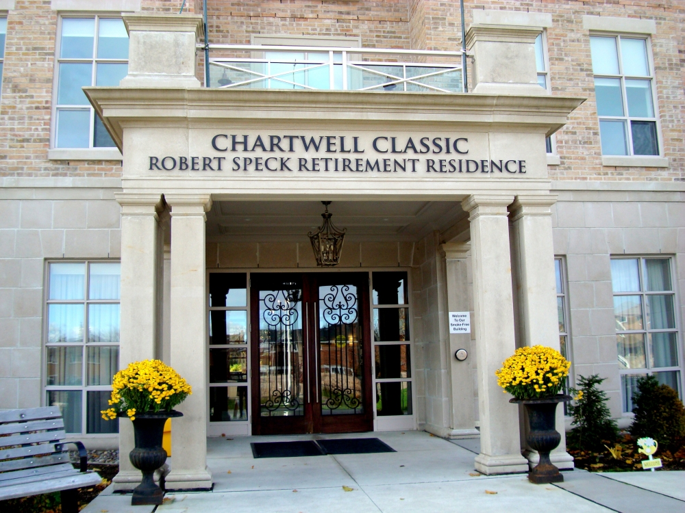 Chartwell Classic Robert Speck Retirement Residence  100 Robert Speck Parkway, Mississauga, ON L4Y 2X3 Canada