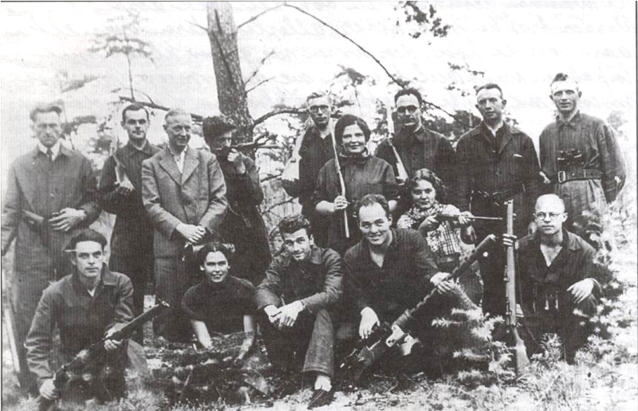 Dutch Resistance Group Photo image from http://upload.wikimedia.org/wikipedia/commons/2/21/Verzetsgroep_Dalfsen-Ommen-Lemelerveld.png
