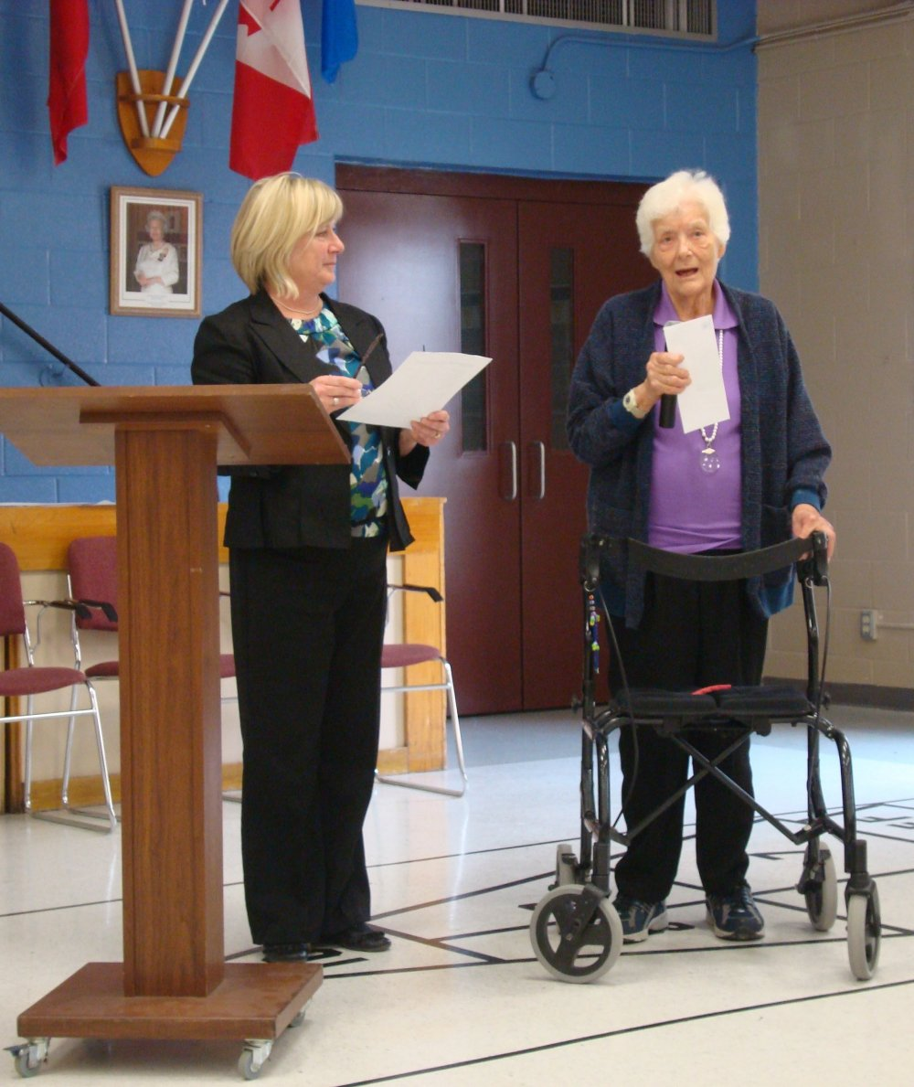 Wendy Murdock presents Lifetime Membership Award to Eileen Nagels