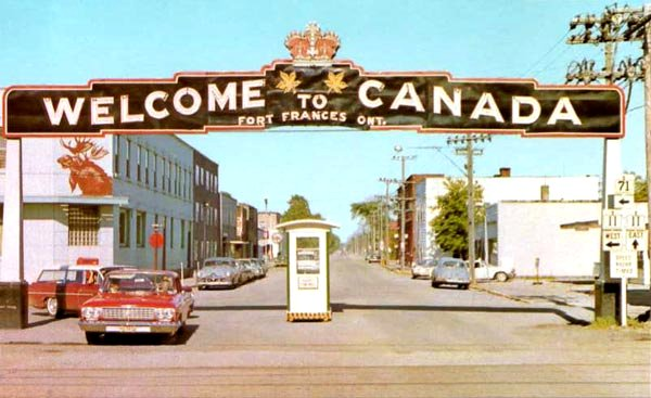 Postcard view of the Fort Frances welcome arch on Hwy 11 & Hwy 71 (ca. 1965) Photo courtesy of Alex Wilson Publishing, Dryden