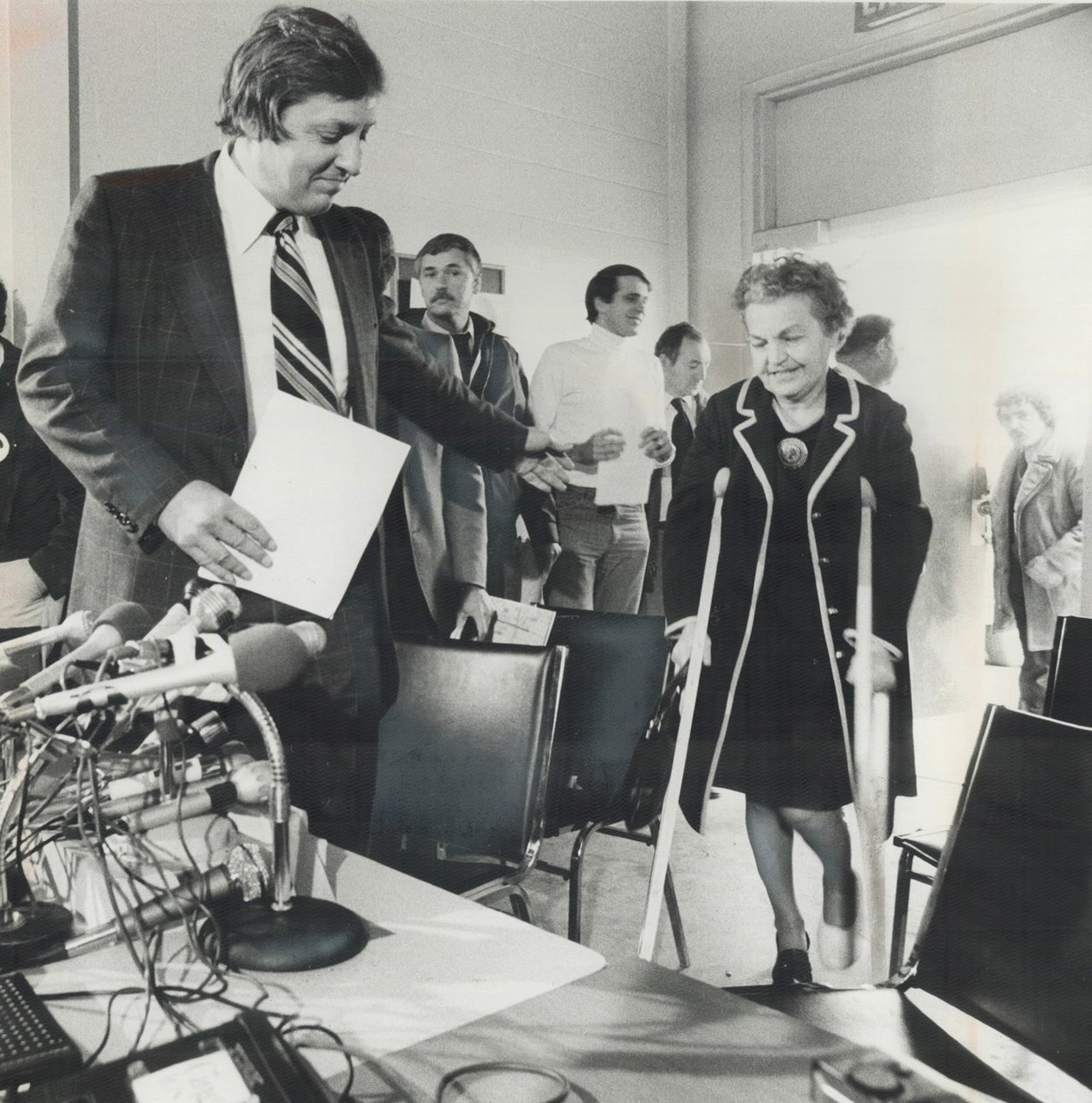 Mayor Hazel McCallion with Attorney-General Roy McMurtry, 1979 Google image adapted from http://static.torontopubliclibrary.ca/da/images/LC/tspa_0001039f.jpg