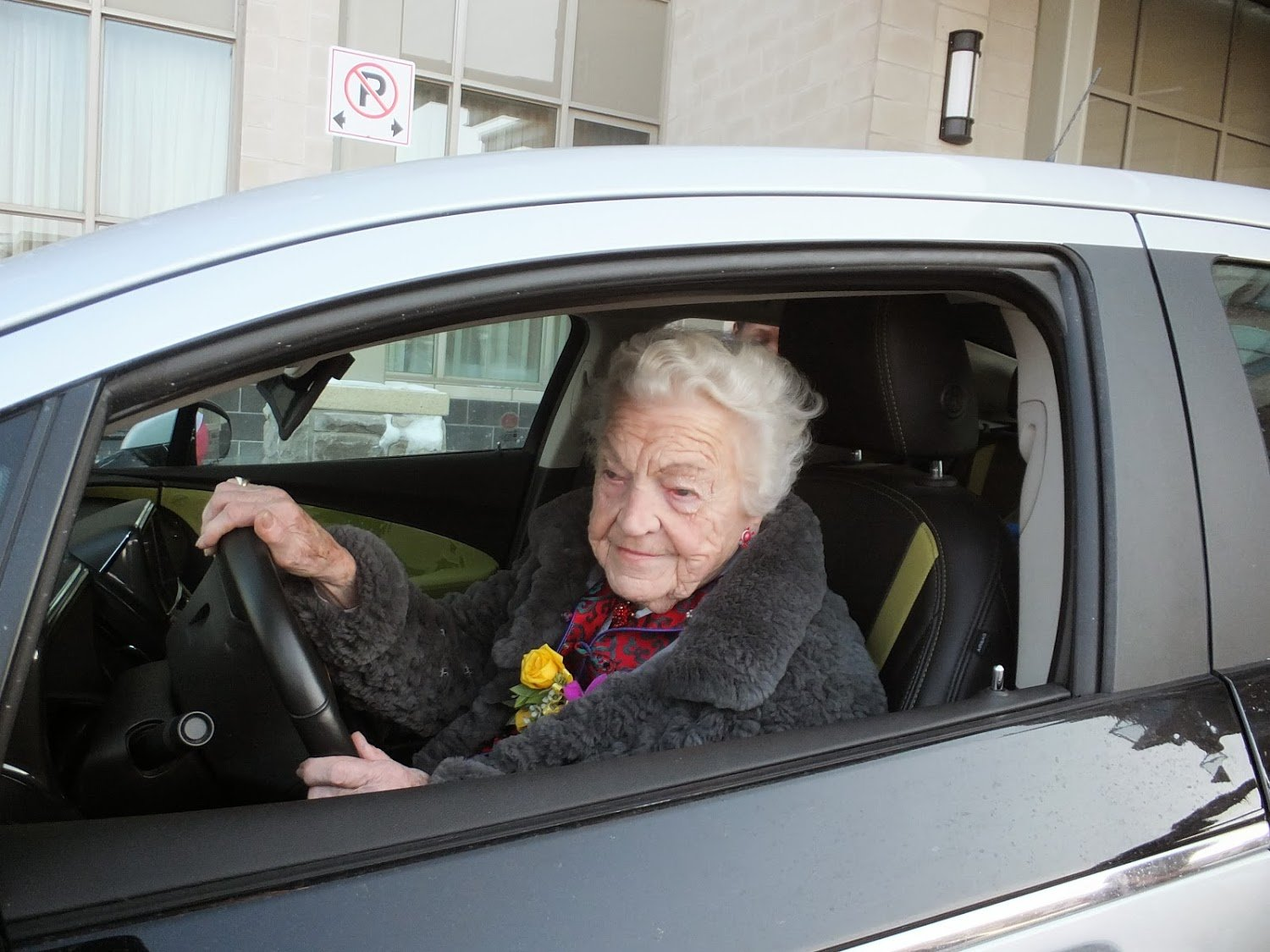 Mayor Hazel McCallion driving away in MAYOR 1 on Feb. 14, 2014
