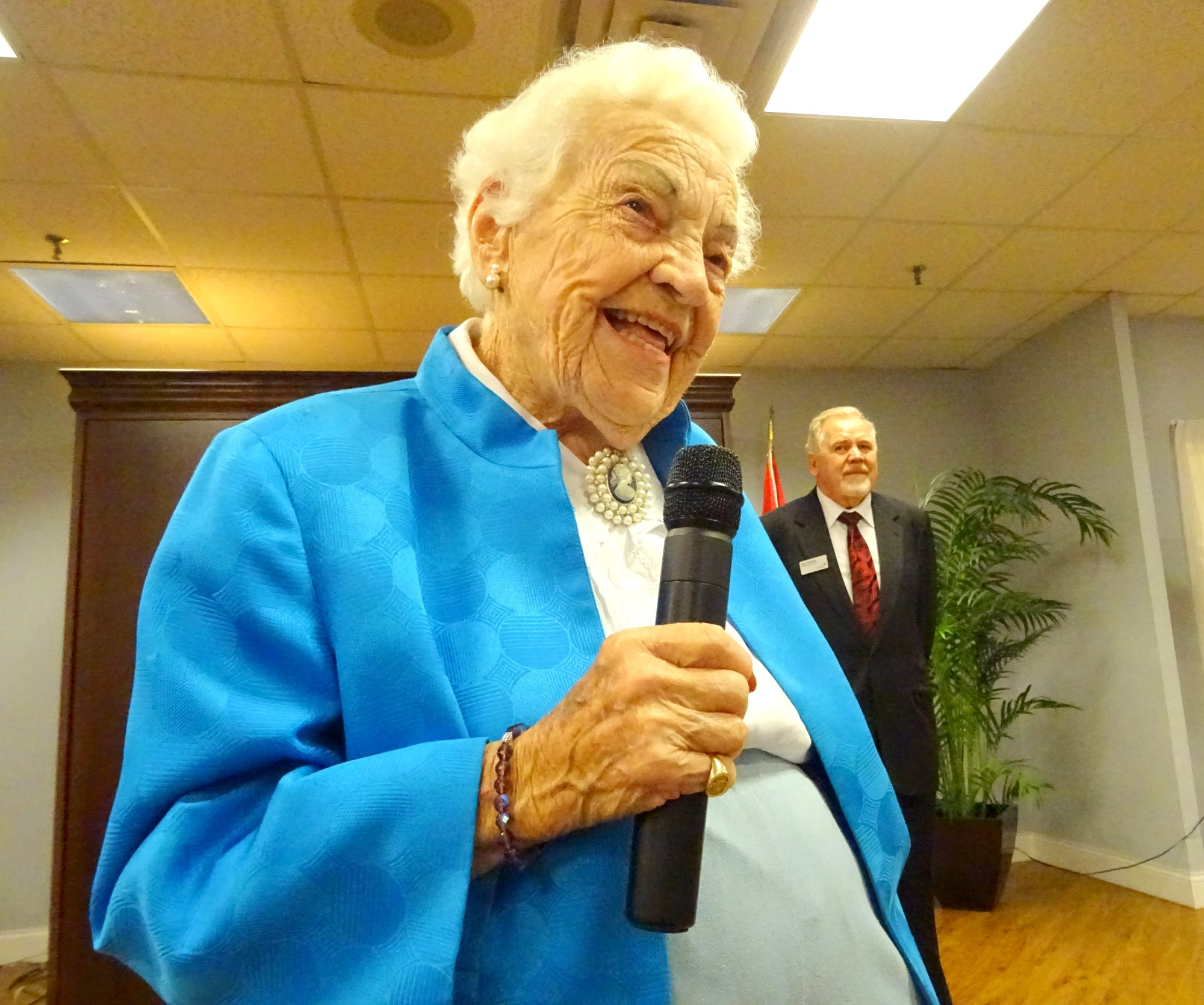 Hazel McCallion speaks at King Gardens 13 September 2016 Photo by I Lee