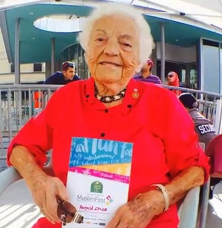 So honoured to have former mayor Hazel McCallion in attendance at #MuslimFest! Google image from Highlights from Day 1 of #MuslimFest - https://twitter.com/muslimfest