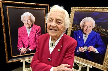 Hazel McCallion in front of two portraits by Maggie Habieda, Hazel McCallion Day Celebration at Vic Johnston CC, 14 Feb. 2017. Photo credits: Rob Beintema, Metroland, 14Feb17