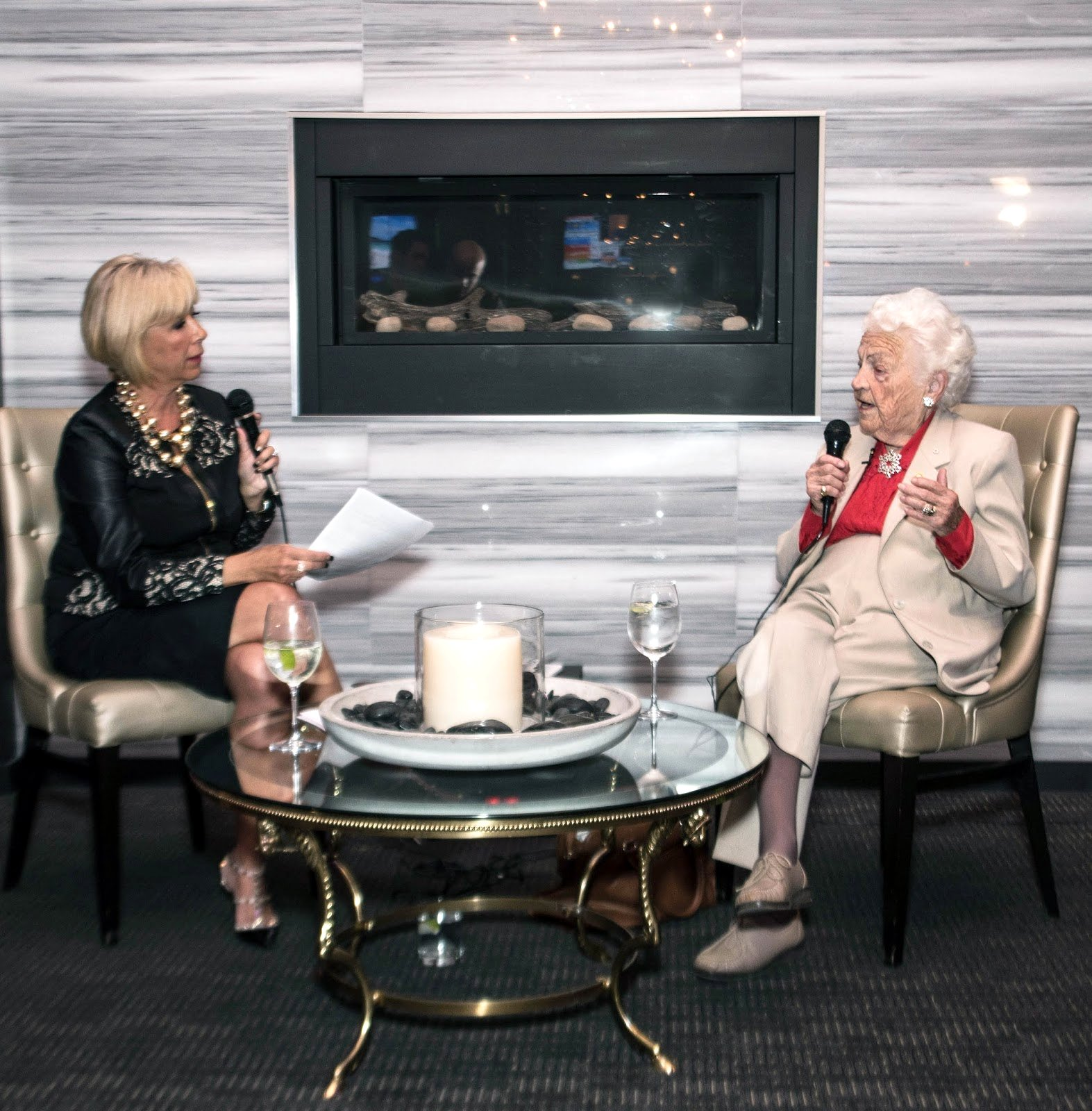 Carmela Kapeleris interviews Hazel McCallion at Cagney's Restaurant in Streetsville - Photo by Lisa Mininni Photography http://4.bp.blogspot.com/-uSfKr6U33PI/VibK0CYCVFI/AAAAAAAAB6U/TfoPaN4db-8/s1600/20151019-DSC_2960%2Bcopy.jpg