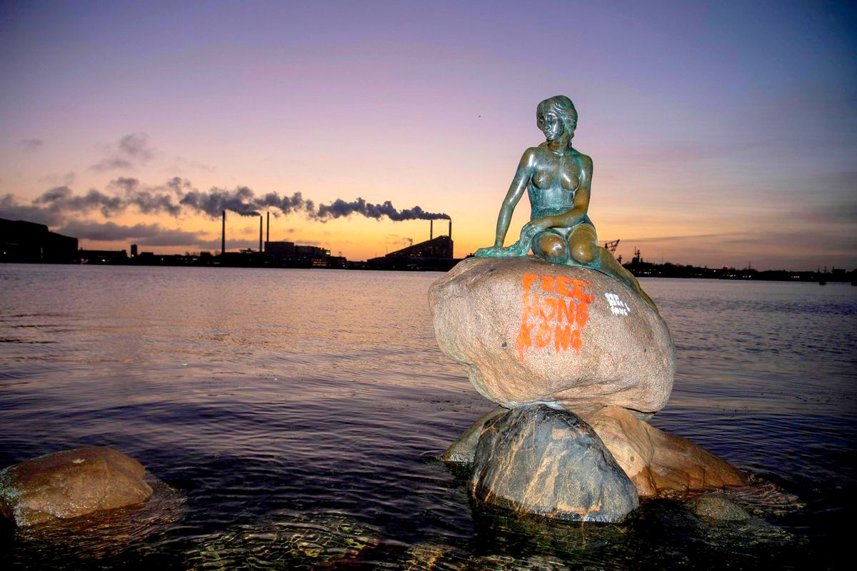 https://www.nydailynews.com/news/national/ny-free-hong-kong-graffiti-little-mermaid-statue-copenhagen-20200113-7zxryhtg4fd7xi6wib6qc7hs6i-story.html