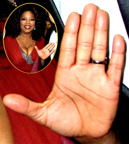 Oprah Winfrey Left Hand image from http://www.handresearch.com/thumbs-up/oprah-winfrey-left-hand.jpg
