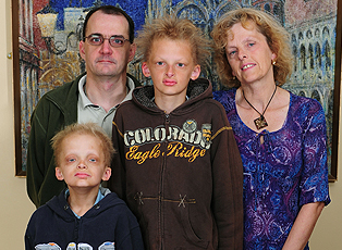Porphyria boys Simon and George with Parents Google image from http://angel.ge/stars/70857-bbbbbbbbb-bbyibbb-bbbbbbbbbeb.html