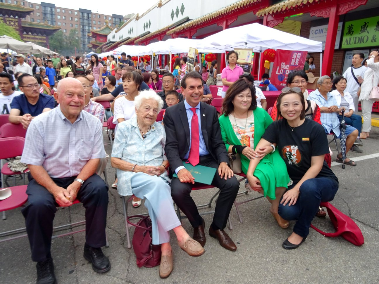 Ron Starr, Hazel McCallion, Peter Fonseca, Winnie Fung and Event Organizer at Chinese Mid-Autumn Festival at Mississauga Chinese Centre 10 September 2016 photo by I Lee