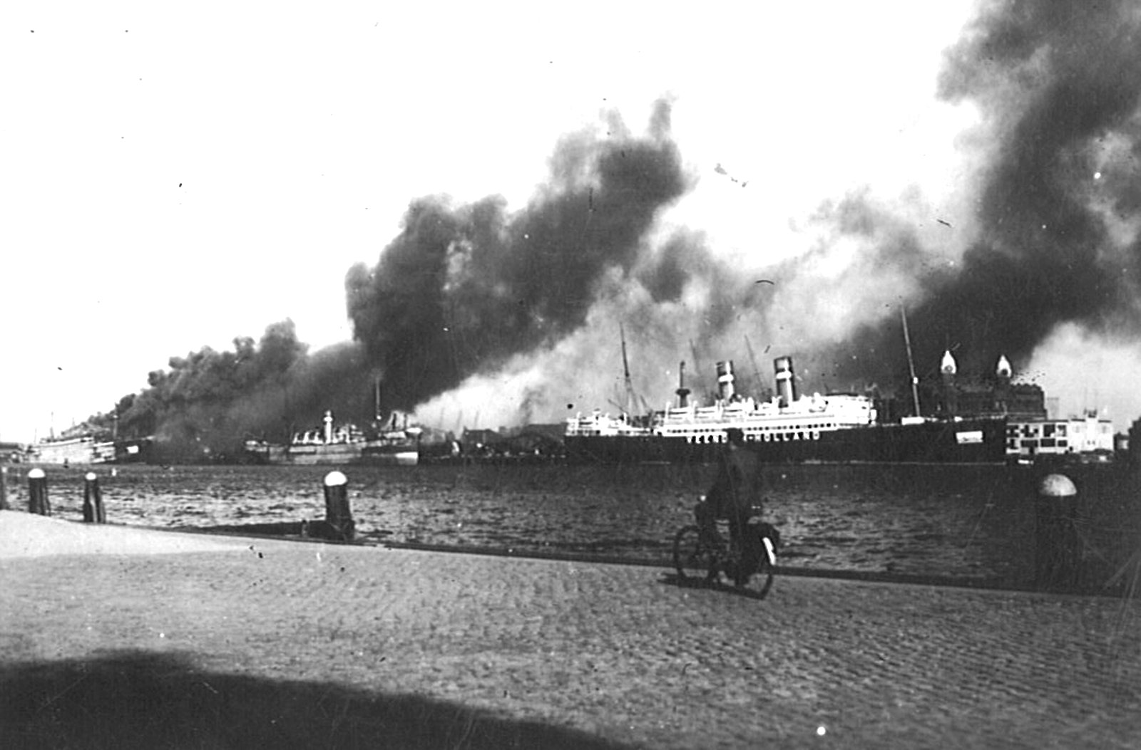 Rotterdam Burning from Simon Bang Collection Google image from http://7seasvessels.com/wp-content/uploads/2012/01/Simon-Bang-Collection-Rotterdam-burning.jpg