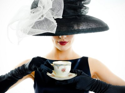 https://secretgirlsbusiness.net/big-hats-high-heels-tea-party/