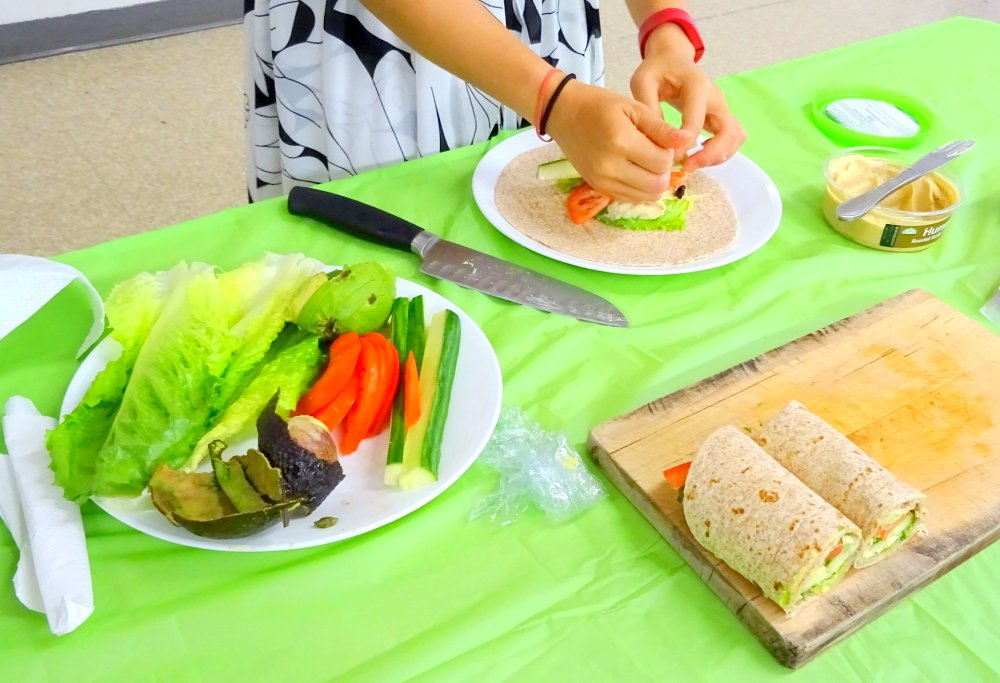 Healthy Food Demo, photo by I Lee at Mississauga Valley Community Centre 8 Aug 2015