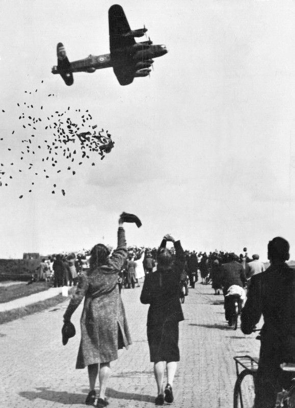Allied Forces dropping food in the Netherlands 29 April 1945 Google image from http://imgur.com/gallery/nWW0R
