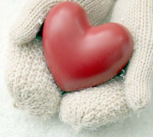 Hands Gloves Snow Heart Love HD wallpaper http://hqhdwalls.com/hands-gloves-snow-heart-love-wallpaper-239.html
