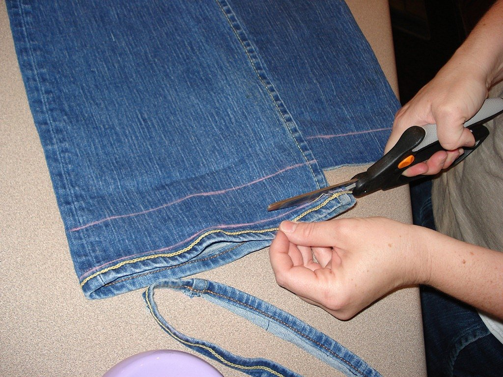 How to Hem Your Jeans Google image from http://shemadeitcrafts.com/wp-content/uploads/2011/05/Hem-Your-Jeans-She-Made-it-Crafts-7.jpg
