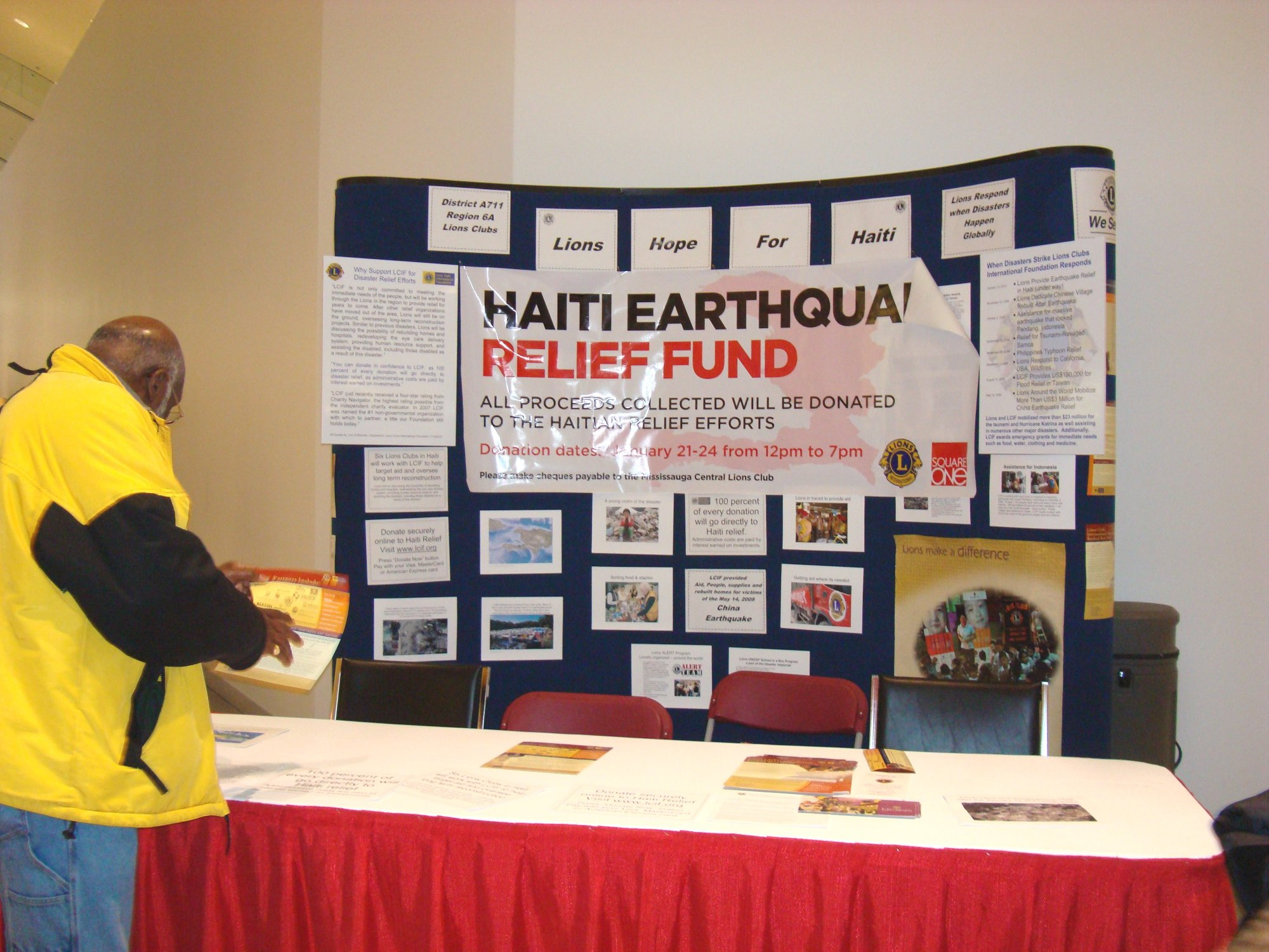 Lions Haiti Relief5 - 23Jan2010.jpg Square One Shopping Centre Upper Level Cityside Booth