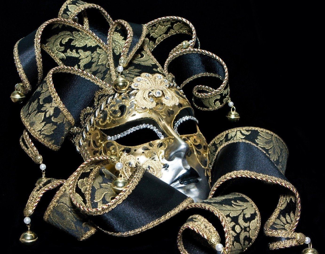 Mask Masquerade Google image from http://www.wallpapersshop.net/wp-content/uploads/2012/12/Mask-Masquerade.jpg