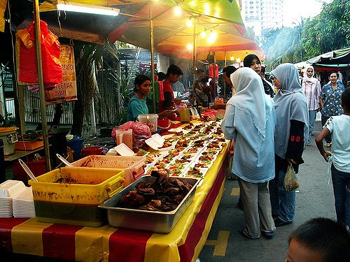 Pasar Malam Google image from http://farm1.static.flickr.com/76/200951202_5cb20b757f.jpg