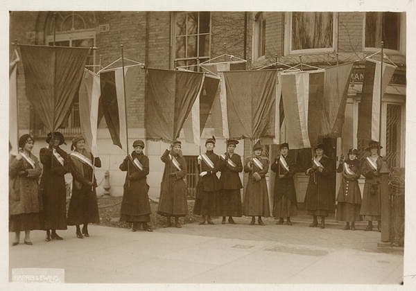 Women Suffragettes 1917 image from Amazing Women Rock