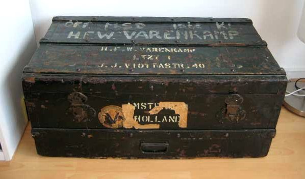 Wooden Crate Dutch emigrant Google image from http://home.planet.nl/~persson/oproepen/kist-groot.jpg